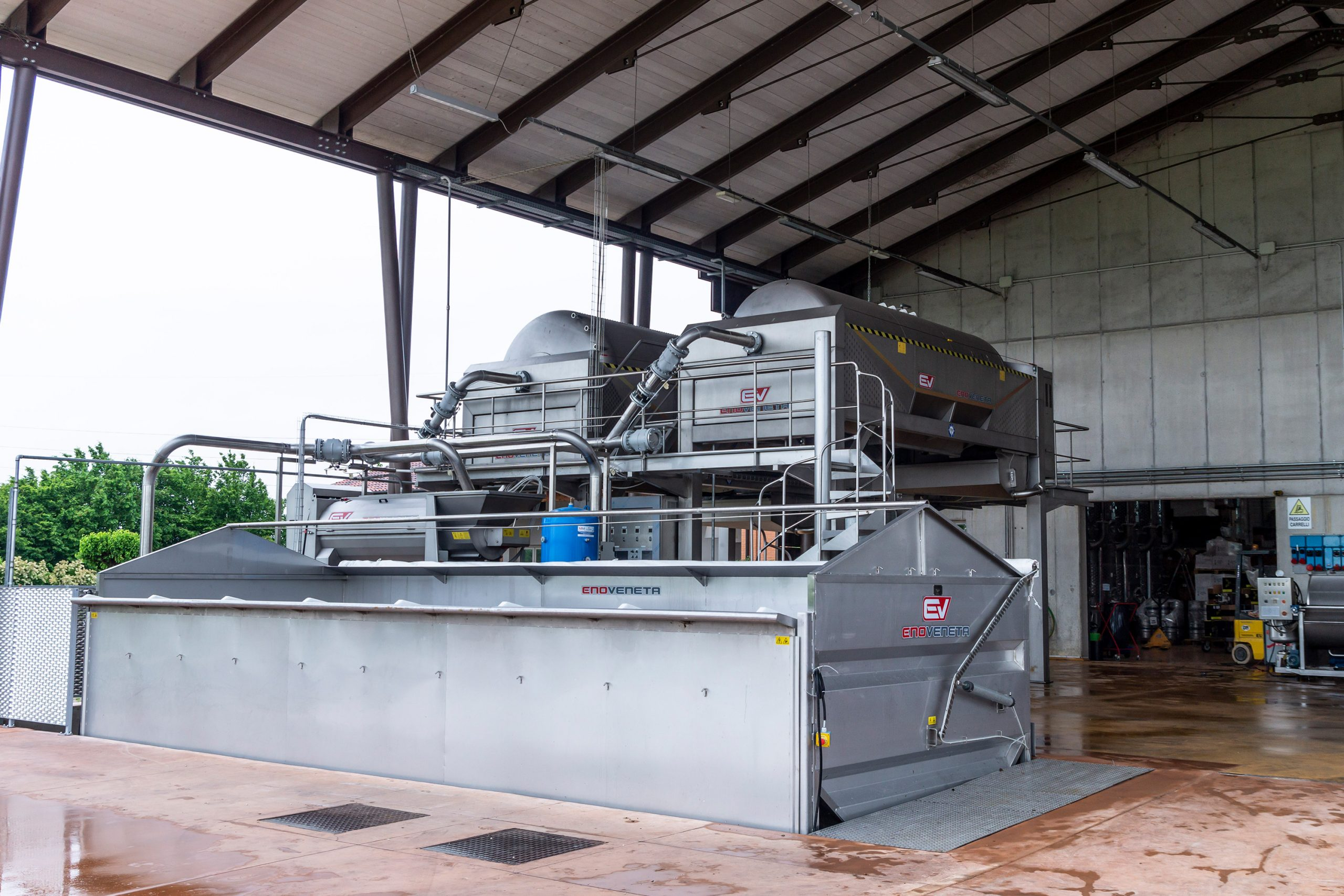 Receiving and processing of grapes: flexibility, automation and a high respect of raw material